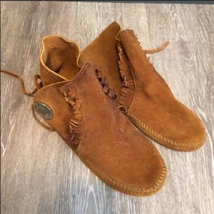 Minnetonka ONE Button Softsole Boots